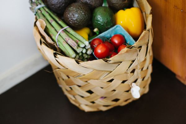 basket of veggies photo-1418669112725-fb499fb61127