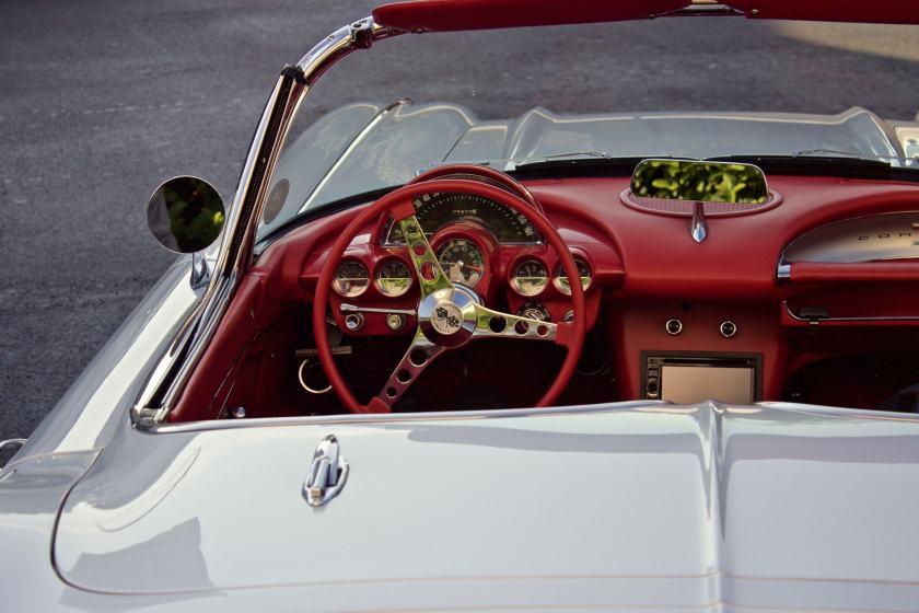 corvette photo-1446585522508-708651815284