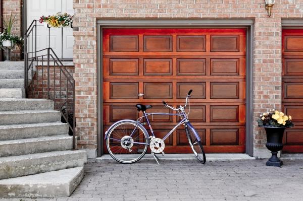 garage photo-1467385829985-2b0fb82b5193