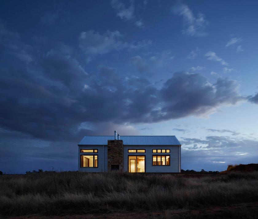 tiny house photo-1446144525544-808f420174ec