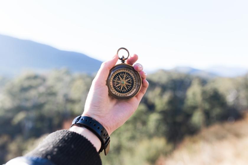 compas-photo-1470472304068-4398a9daab00
