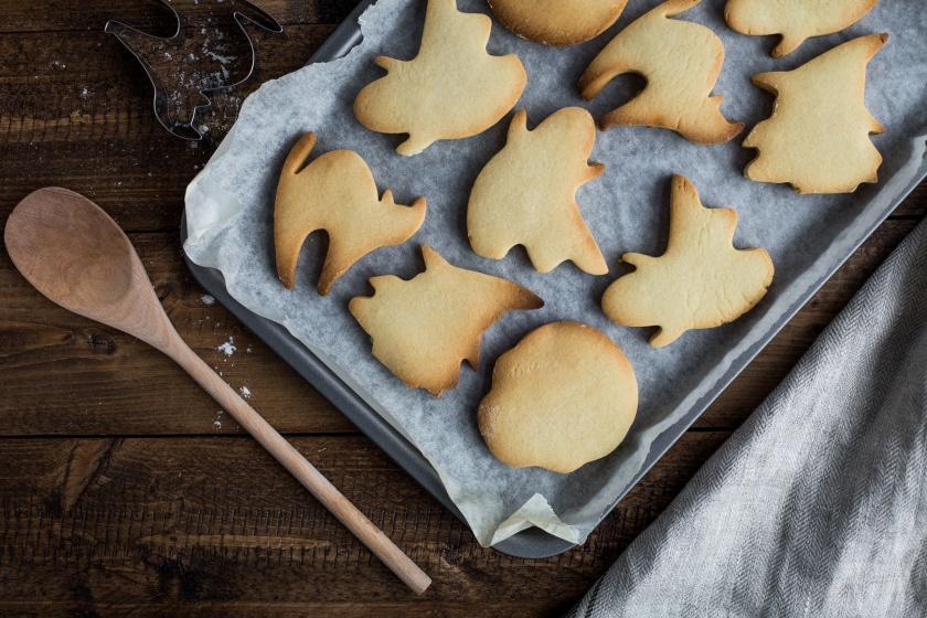 halloween-cookies-photo-1474716934413-9f9613f0edb2