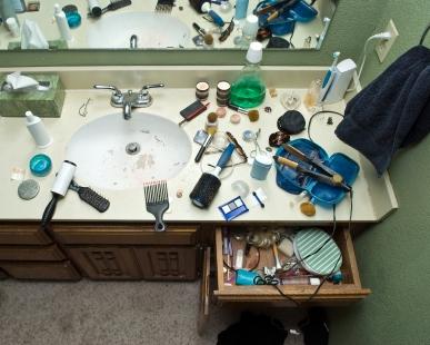 bathroom-vanity-clutter