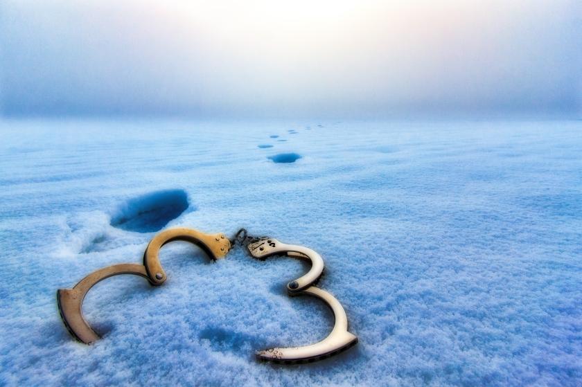 handcuffs-jaohannes-plenio-248510